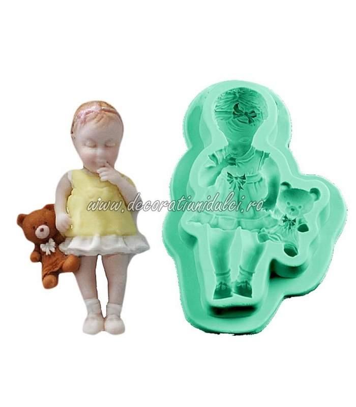Mulaj fetita cu ursulet